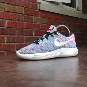 Womens Nike LunarEpic Flyknit Low Running Shoes